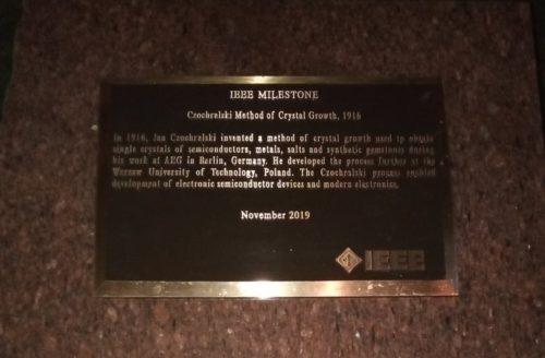 Uroczystości w Kcyni. Wczoraj na Rynku odsłonięto tablicę – kamień milowy dla profesora Jana Czochralskiego