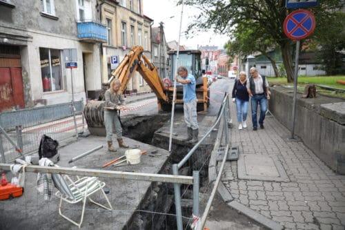 Prace ziemne w ulicy Hallera w Nakle. Dokonano kolejnego odkrycia
