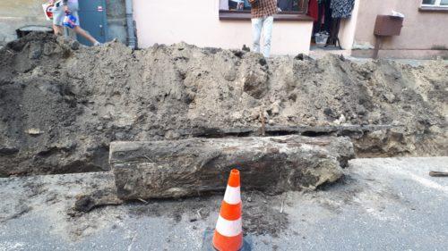 Kolejne znalezisko archeologiczne w Nakle. Wykopano  drewniane elementy