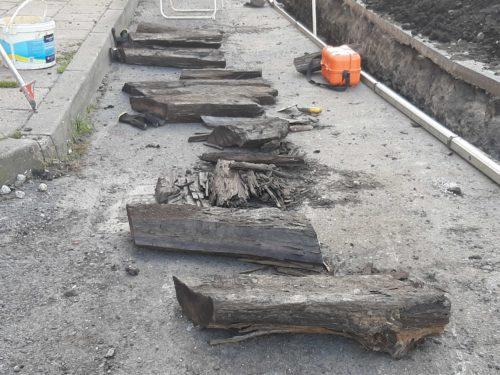 Badania archeologiczne w Nakle. Odkryto kolejne fragmenty drogi średniowiecznego Nakła