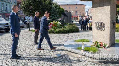 81 lat od agresji ZSRR na Polskę. Złożono kwiaty przy pomniku Wdzięczności Wojsku Polskiemu w Nakle